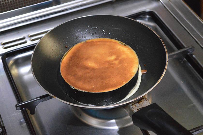 souffle-pancake-on-pan