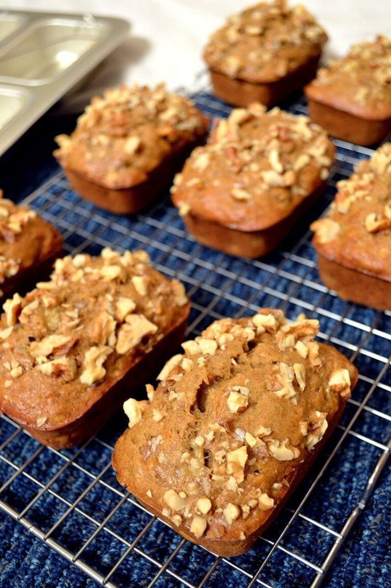 mini walnut banana bread