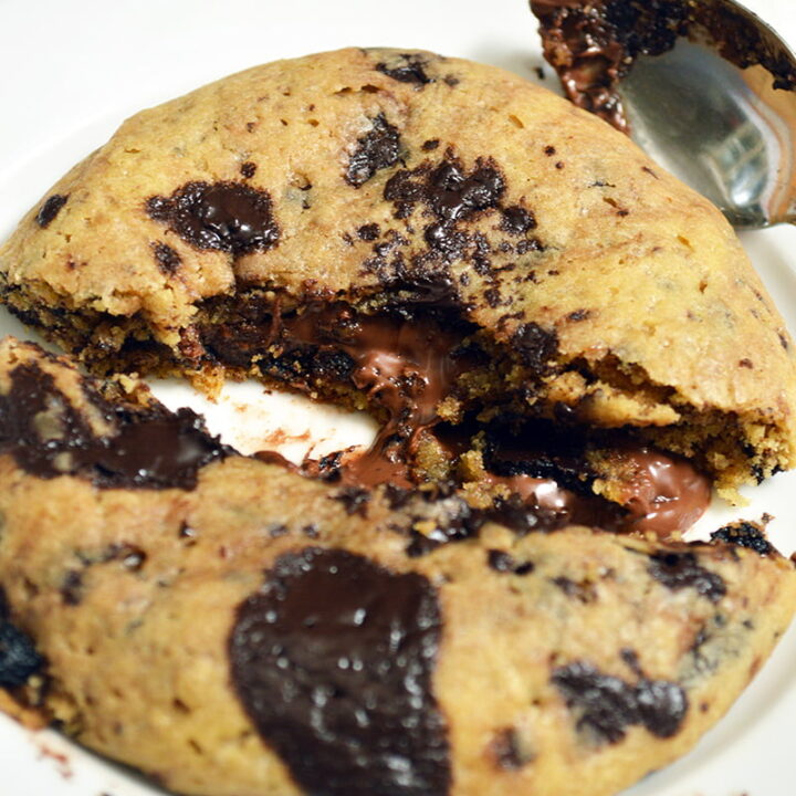 brown butter chocolate chip cookies with nutella filling