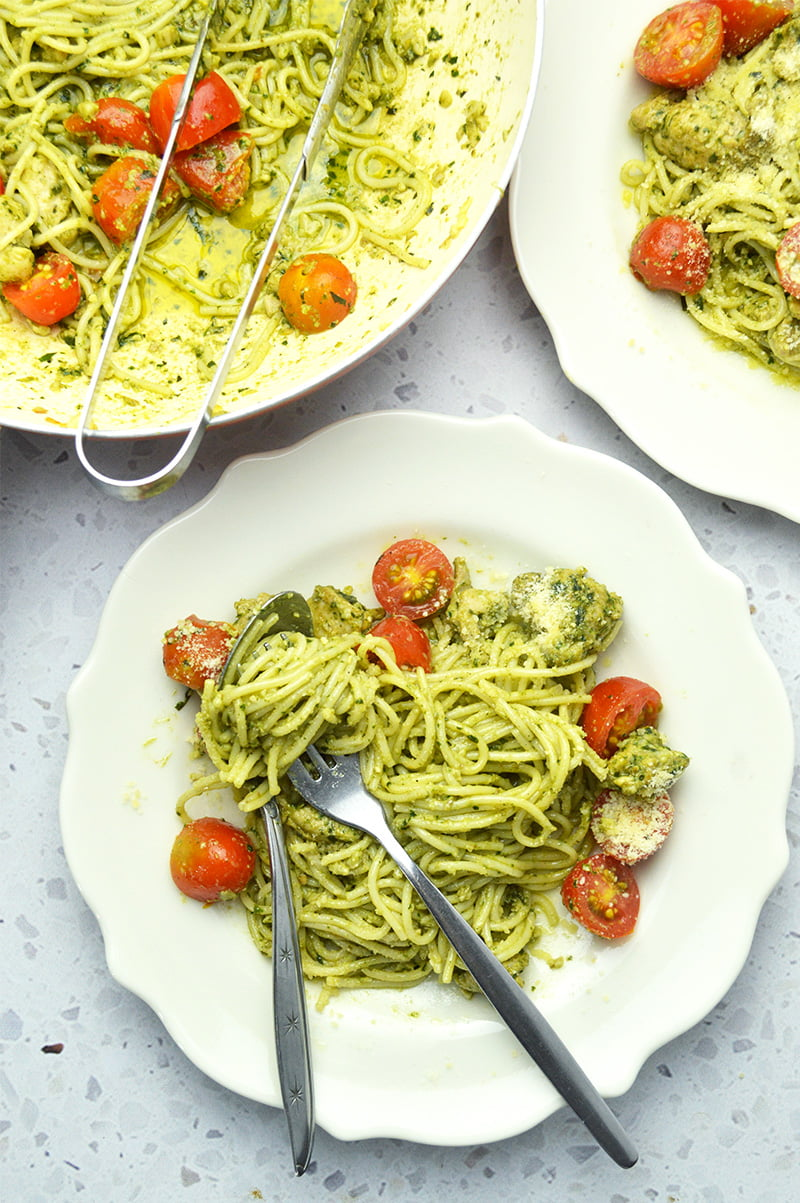 chicken pesto spagetti with cherry tomatoes