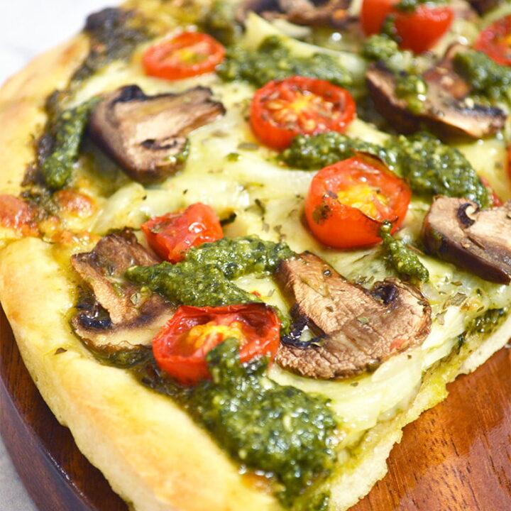 mushroom pesto pizza