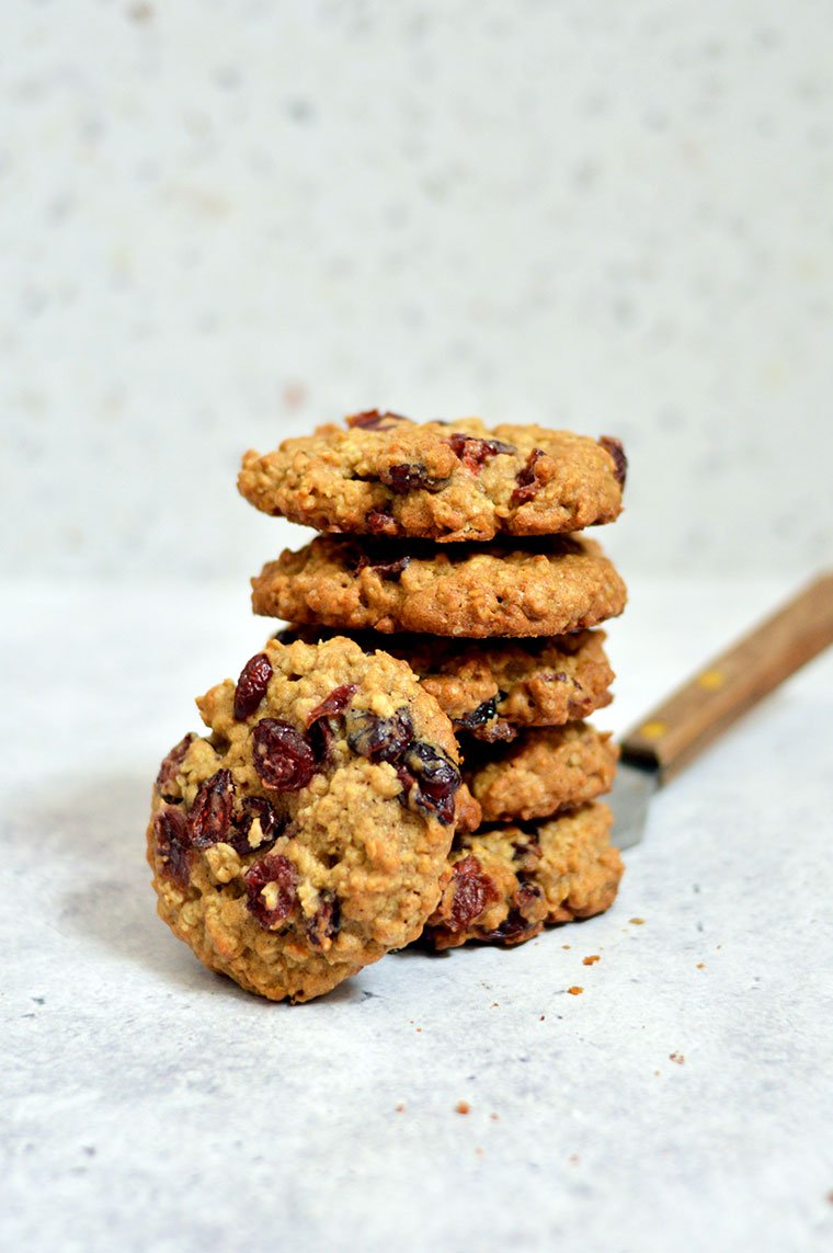 soft and chewy oatmeal cranberry cookies