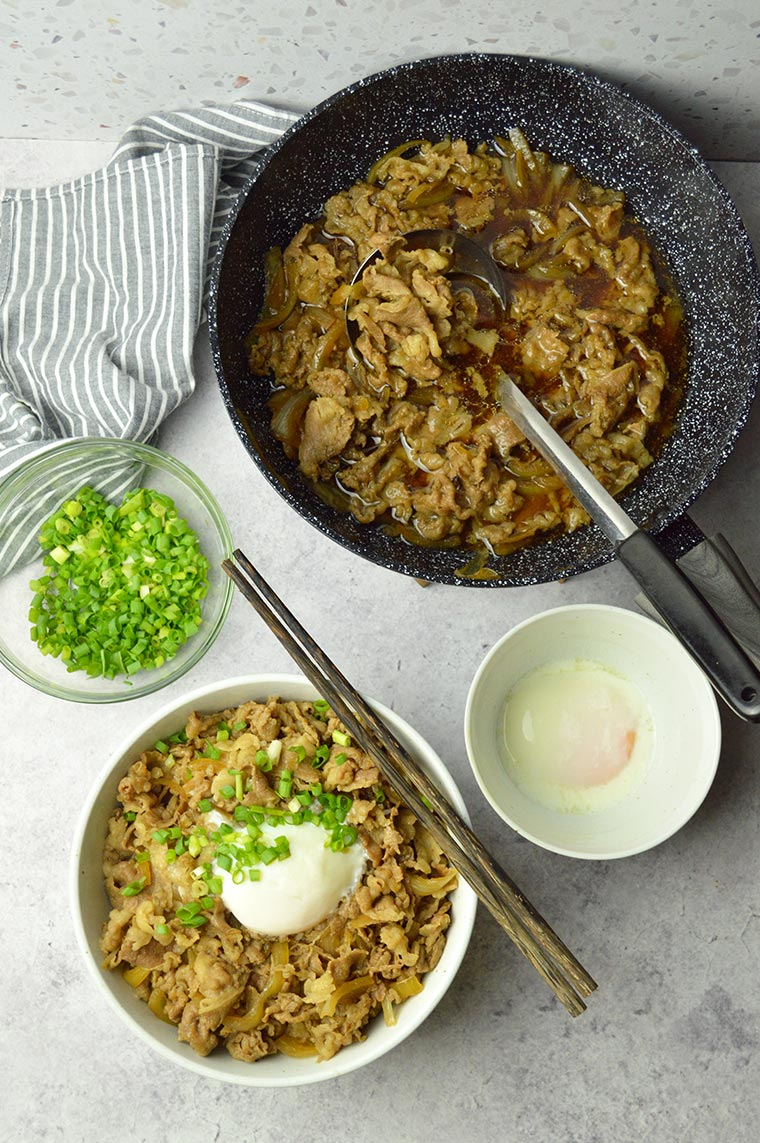 yoshinoya beef bowl with onsen tamago
