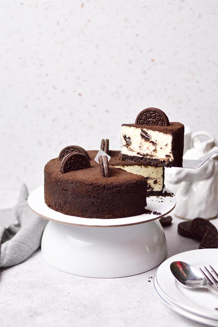 no bake oreo cheesecake with crumbs coating