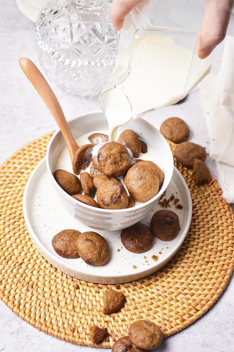 mini crunchy hojicha chocolate chip cookies